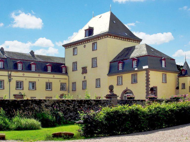 Schloss Schmidtheim mit ehemaligem Wehrturm